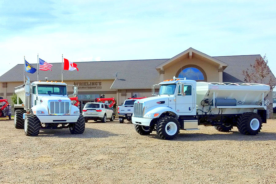 Peterbilt grain hopper trucks - Day cab