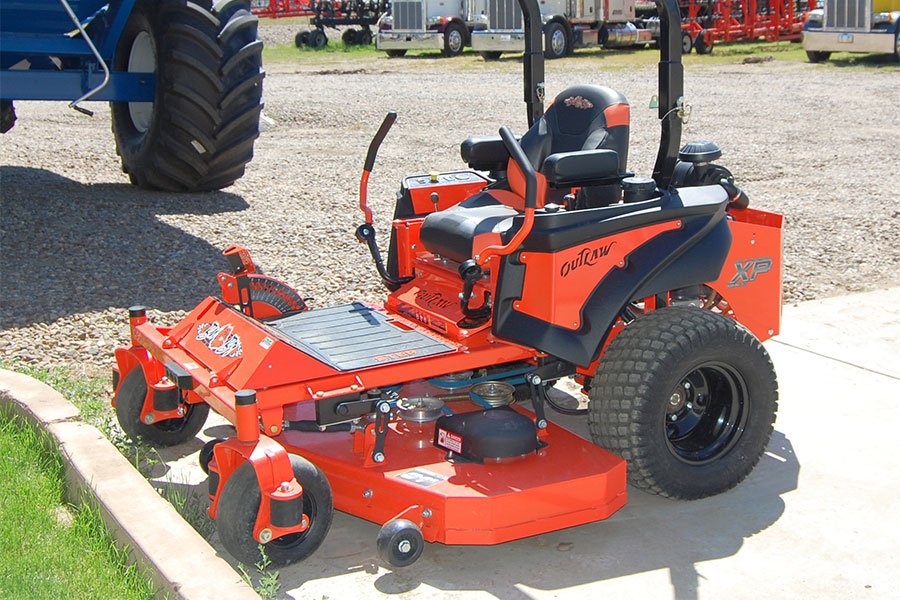 zeo turn Outlaw mower